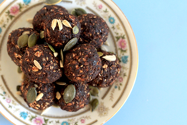 Chocolate fruit and nut bliss balls