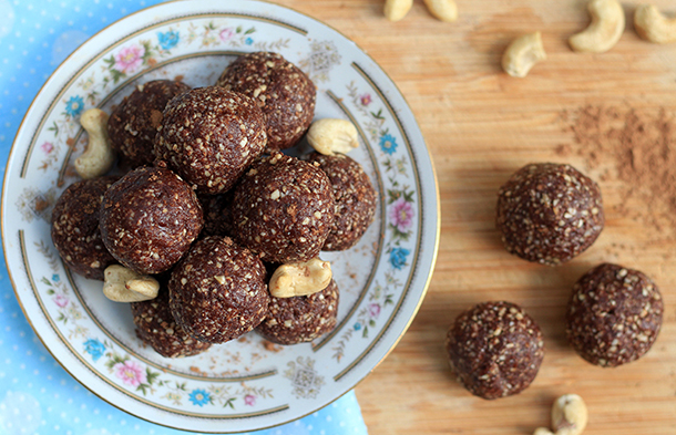Raw vegan brownie bliss balls