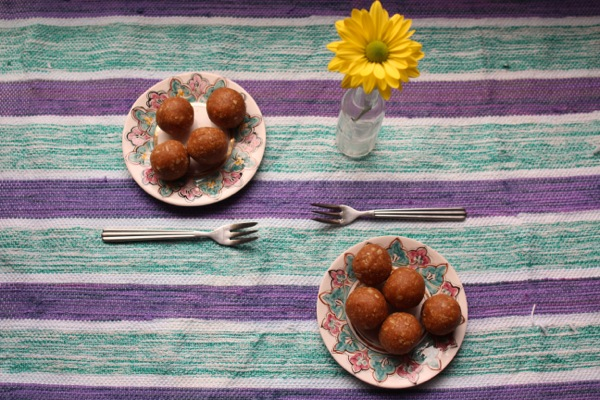 Vegan and refined-sugar-free peanut butter bliss balls